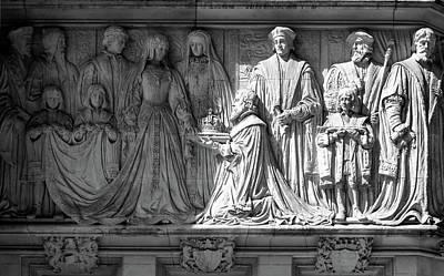 Photograph - Sculpture On Supreme Court Of The United Kingdom K by Jacek Wojnarowski