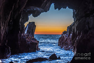 Photograph - Sea Cave Sunset by Leo Bounds