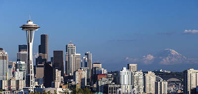 Seattle And Mt Rainier Art Print by Ed Clark