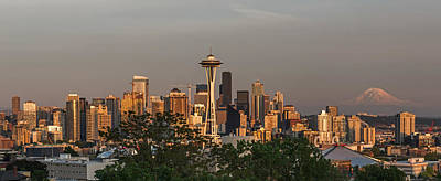 Photograph - Seattle Skyline And Mount Rainier At Sunset by Willie Harper