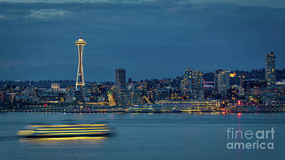 Photograph - Seattle Skyline At Twilight by Jerry Fornarotto