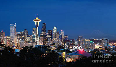 Photograph - Seattle Twight by Peter Simmons