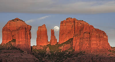 Photograph - Sedona Moon by Loree Johnson