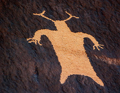 Photograph - Shaman Figure At News Paper Rock by Gary Warnimont