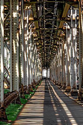 Photograph - Sheridan Red Line L Tracks V3 Dsc_5627 by Raymond Kunst