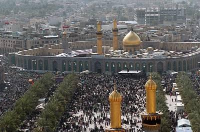 Operation Iraqi Freedom Photograph - Shia Muslims Around The Husayn Mosque by Everett