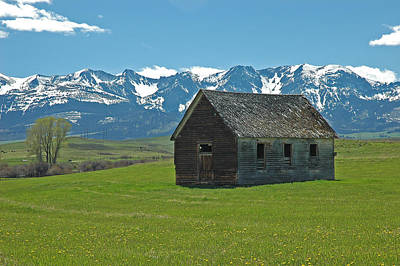 Snow. Mountain Photograph - Shields Valley Abandoned Farm Ranch House by Bruce Gourley