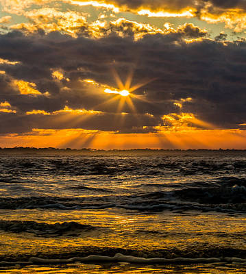 Photograph - Shinning Light by Donnie Whitaker