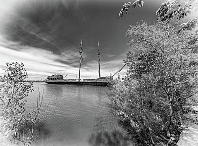 Shipwreck - La Grande Hermine Bw Art Print