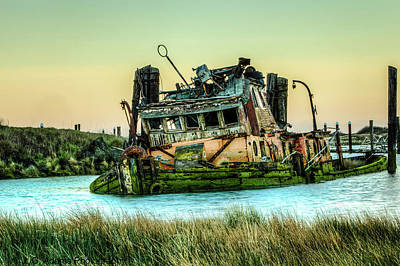 Photograph - Shipwreck - Mary D. Hume by Jim Adams