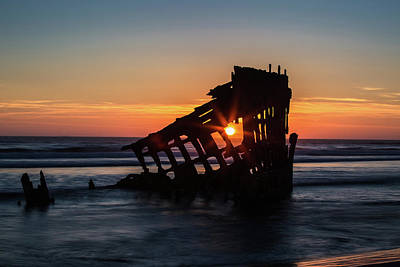 Peter Iredale Photograph - Shipwreck by Mike DeCesare