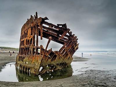 Peter Iredale Photograph - Shipwreck On Oregon Coast by Greg Nyquist