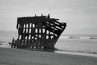 Peter Iredale Photograph - Shipwreck On The Shore by Art Spectrum