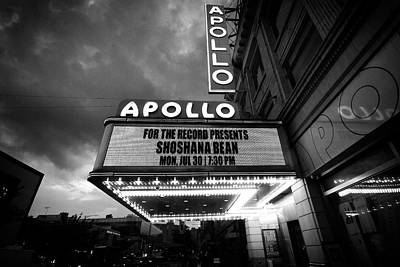 Photograph - Shoshana At The Apollo Rain 5581 Bw by Dave Beckerman