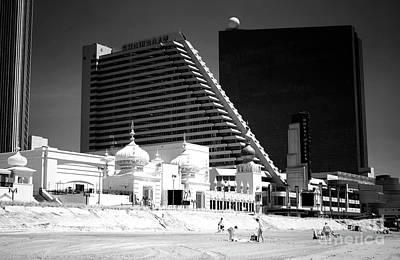 Photograph - Showboat On The Beach by John Rizzuto