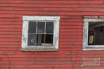 Photograph - Side Of An Old Red Barn Quechee, Vermont by Edward Fielding