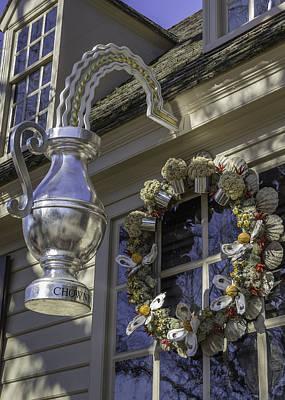 Flower Pint Photograph - Sign At Chownings Tavern by Teresa Mucha