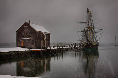 Photograph - Silently The Snow Falls. by Jeff Folger