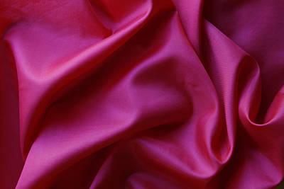 Silk Texture Art Print by Les Cunliffe