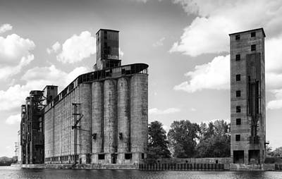 Grain Elevator Photograph - Silo City 3 by Peter Chilelli