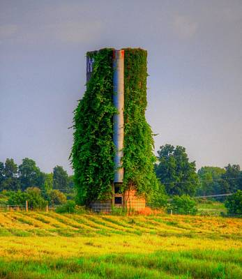 Skiphunt Photograph - Silo by Robert Pearson