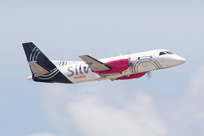 Photograph - Silver Airways by Dart Humeston