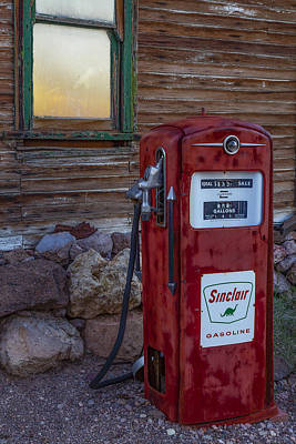 Photograph - Sinclair Gas Pump by Susan Candelario
