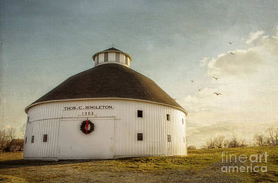 Washington Indiana Photograph - Singleton Round Barn by Diane Enright