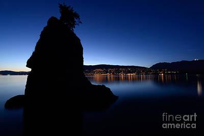 Photograph - Siwash Rock At Dusk by Terry Elniski