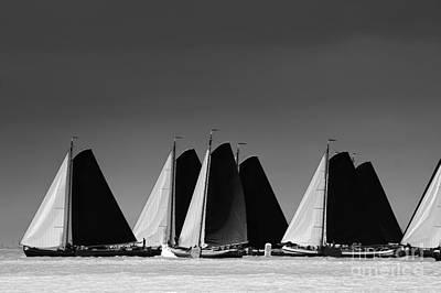 Photograph - Skutsje Wedstrijd Veld by Jan Brons