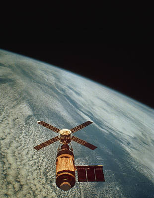 Skylab 1 Space Station In Orbit. Art Print by Nasa