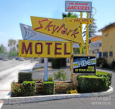Photograph - Skylark Motel Vintage Sign by Gregory Dyer