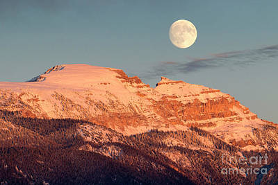 Photograph - Sleeping Indian Moonrise by Aaron Whittemore