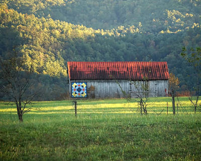 Photograph - Smoky Mountain Quilt Barn by TnBackroadsPhotos
