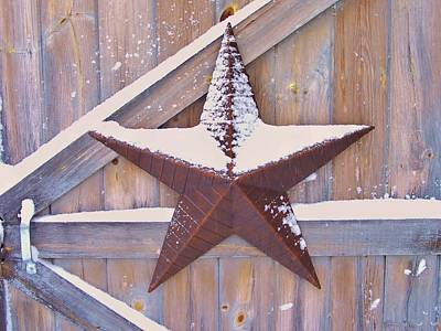 Photograph - Snow Dusted Barn Star by Lisa Gilliam