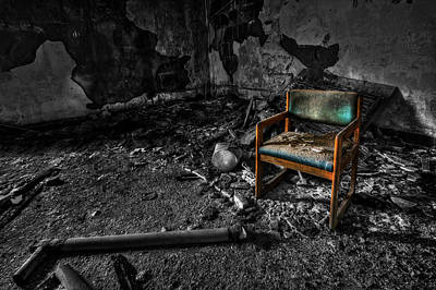 Abandoned Insane Asylum Photograph - Sole Survivor by Evelina Kremsdorf