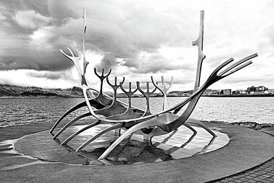Photograph - Solfar Sun Voyager Sculpture B And  W by Allen Beatty