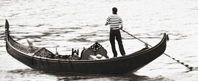 Photograph - Solitary Gondolier by Vicki Hone Smith