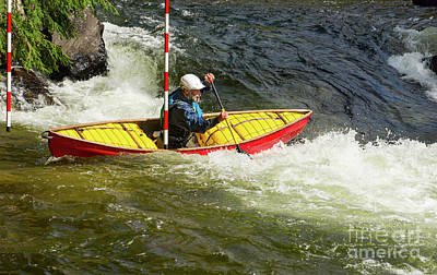 Photograph - Solo Whitewater Canoe Clearing A Slalom Gate by Les Palenik