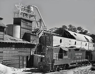 Photograph - Southern Pacific Gp9e Locomotive No. 3358 At Sand Plant 1972 by California Views Mr Pat Hathaway Archives