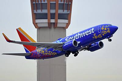 Photograph - Southwest 737-7l9 N7816b Coco Phoenix Sky Harbor November 30 2017 by Brian Lockett