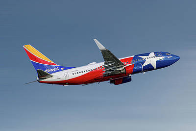 Mixed Media - Southwest Airlines Boeing 737-7h4 by Smart Aviation