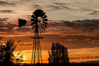 Photograph - Southworth Windmill At Sunrise by E Faithe Lester
