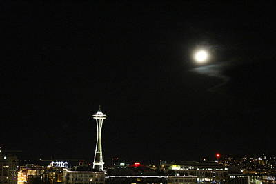 Photograph - Space Needle And The Full Moon by Suzanne Lorenz