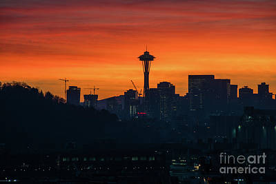 Photograph - Space Needle Sunrise by Mike Reid
