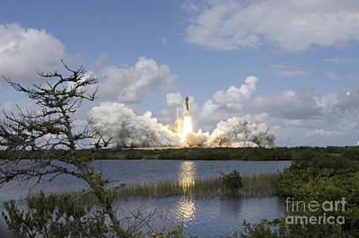 Space Shuttle Discovery Liftoff Art Print by Stocktrek Images