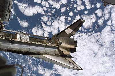 Photograph - Space Shuttle Discovery by Stocktrek Images