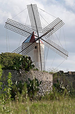 Photograph - Spanish Wind Mill Red And White Hat by Pedro Cardona Llambias