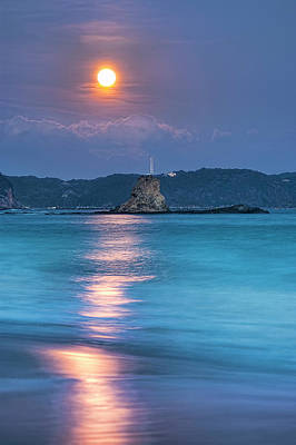 Sea Moon Full Moon Photograph - Sparkle Of Orange (full Moon) by Tommy Tsutsui