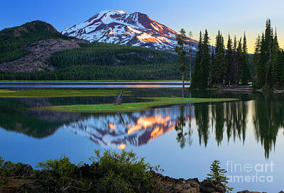 Park Scene Photograph - Sparks Lake Sunrise by Inge Johnsson